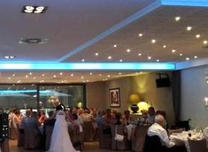 Gezellige feestzaal op niveau met live muziek voor trouwfeest